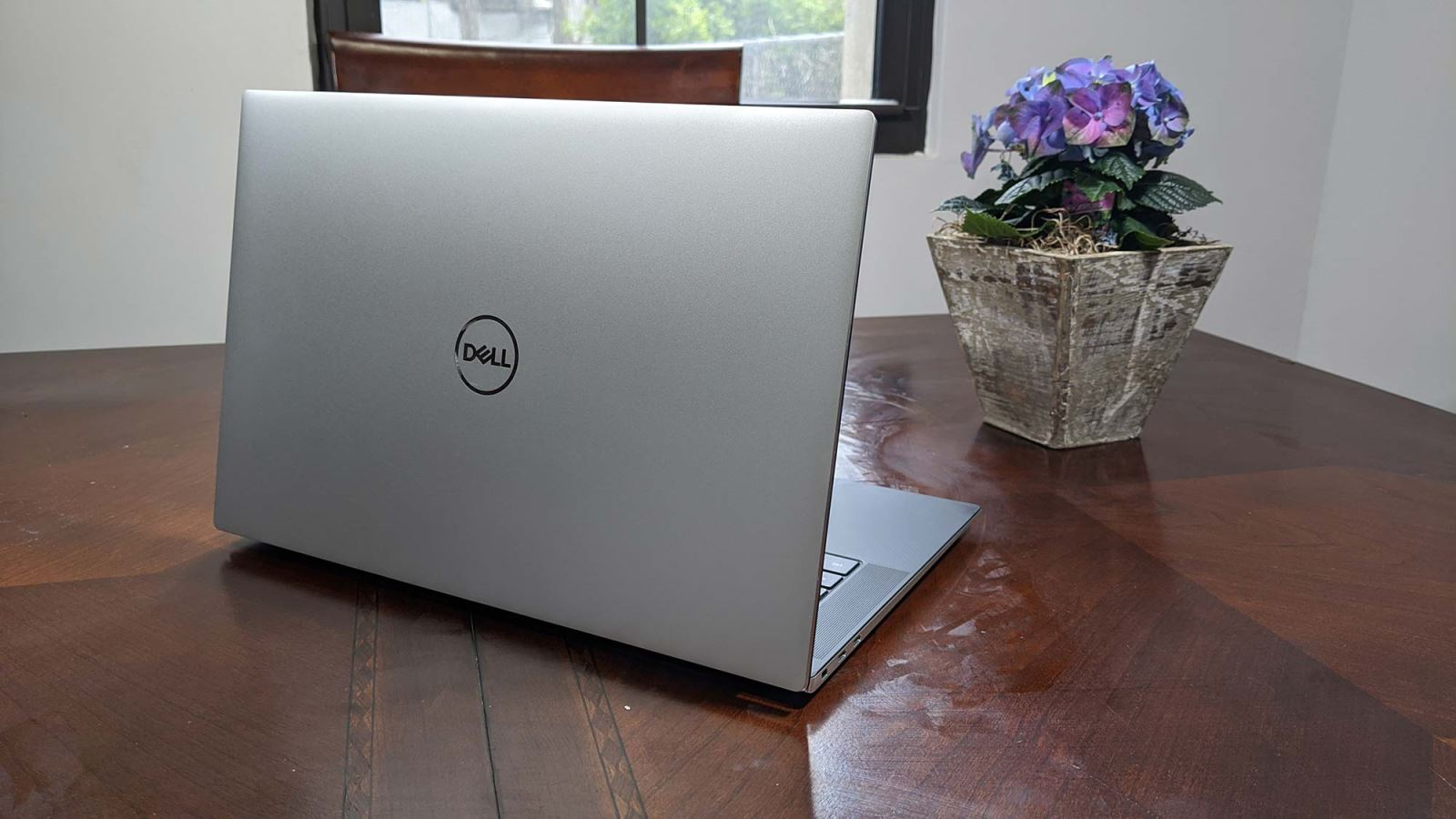 So sánh Dell XPS 15 2020 với MacBook Pro 16 inch 02
