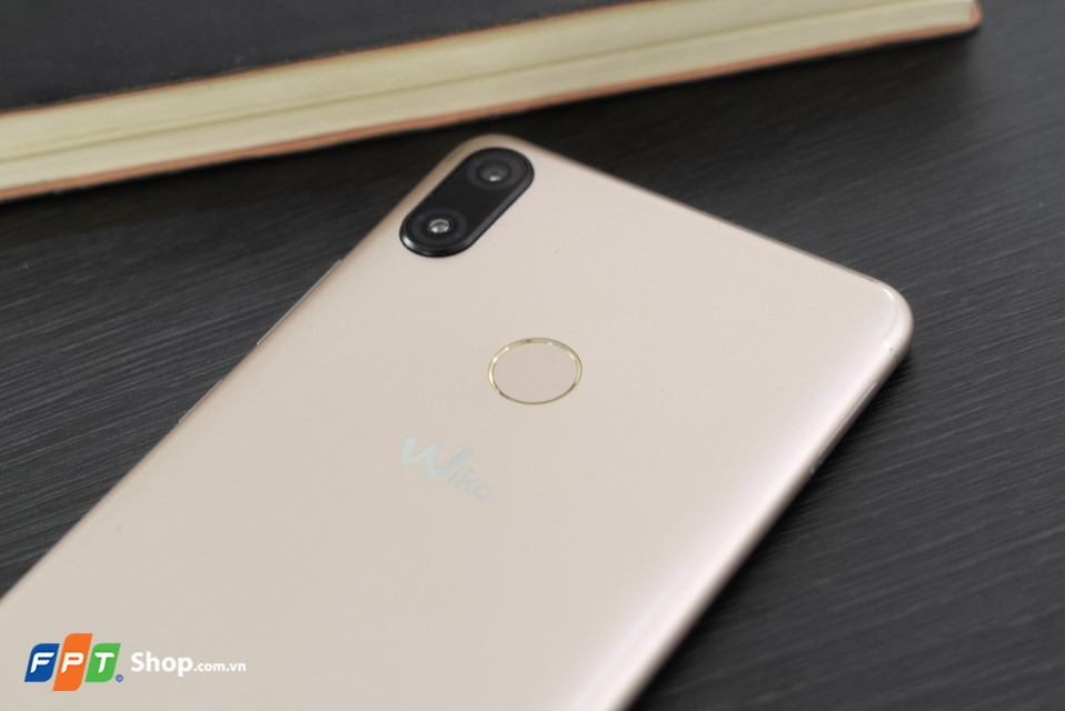 Mở hộp Wiko View Max 02